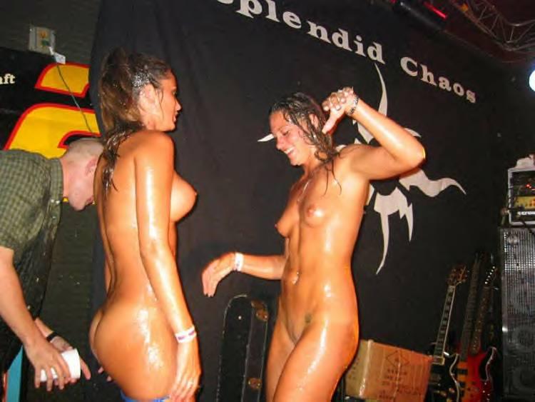 шантажа конкурс в клубе выбеги голышом мамы